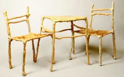 Маса и столчиња од леб