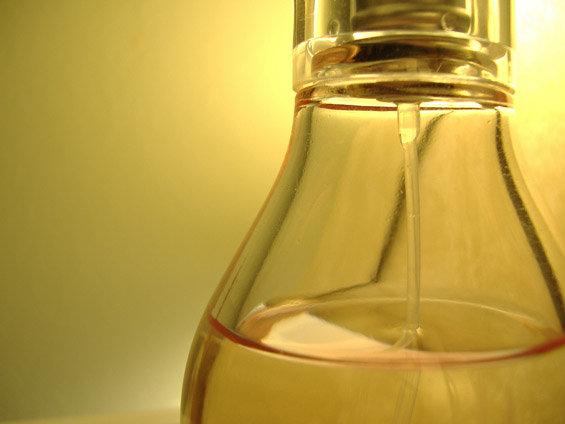 Како да си направите сопствен парфем?