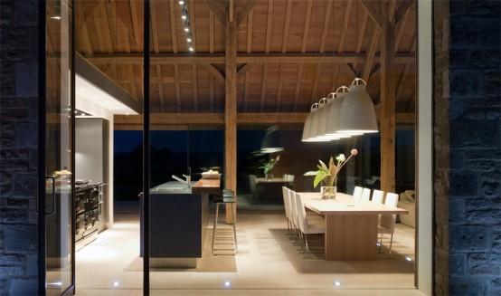 Штала трансформирана во модерна куќа со базен