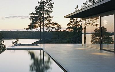 Неверојатна куќа покрај езеро
