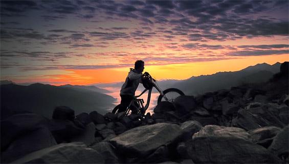 На велосипед во слободен стил