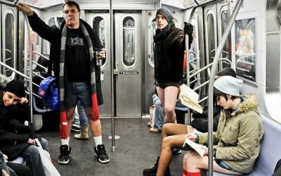 Возење во метро по долна облека