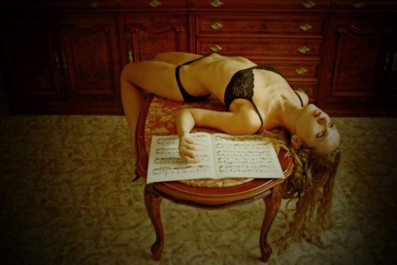 Автопортрети од разголената Јулија Городински