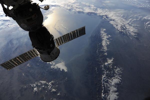 (13) Планетата Земја одозгора - поглед од ISS