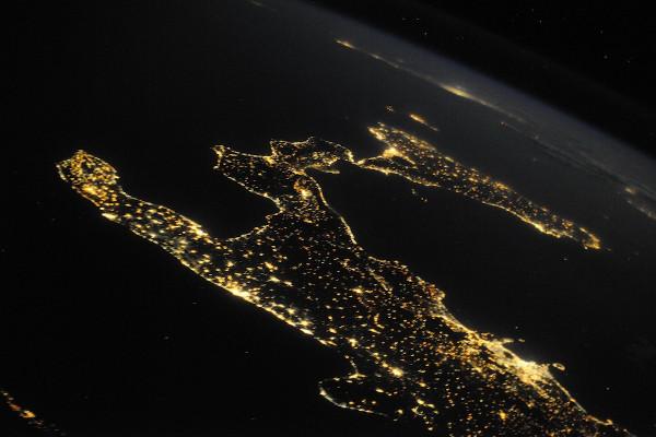 (14) Планетата Земја одозгора - поглед од ISS