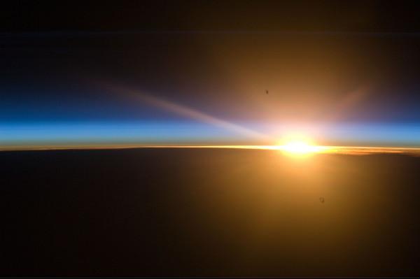 (16) Планетата Земја одозгора - поглед од ISS