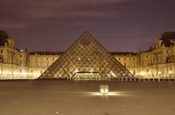 Прошетка низ Париз преку 1 видео