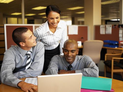 Како да си создадете позитивна работна атмосфера