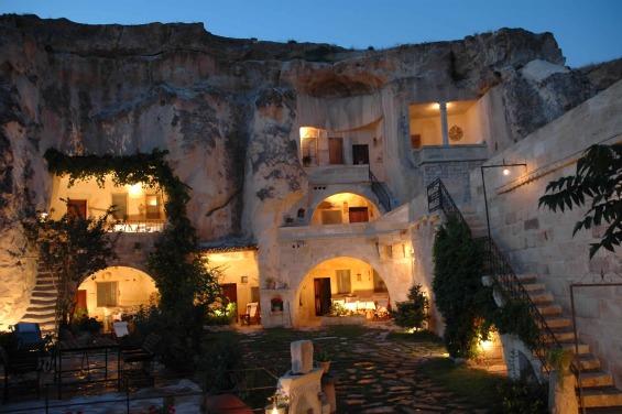 Куќи издлабени во карпи