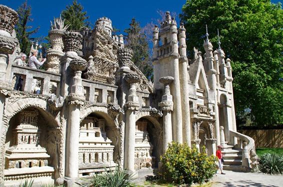 Поштарот кој изградил палата