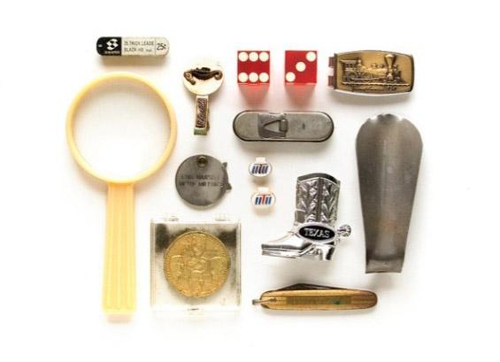 Грижливо подредени колекционерски предмети