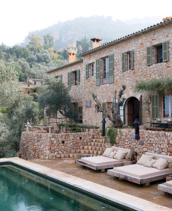 Куќа од камен покрај море на Мајорка