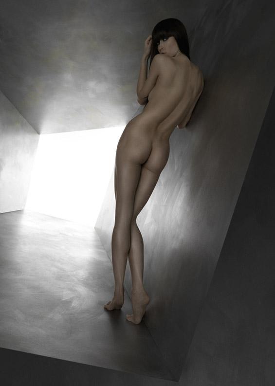 Величење на голото женско тело