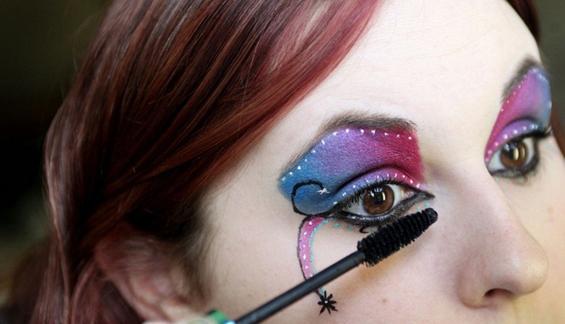 Волшебно нашминкани очни капаци
