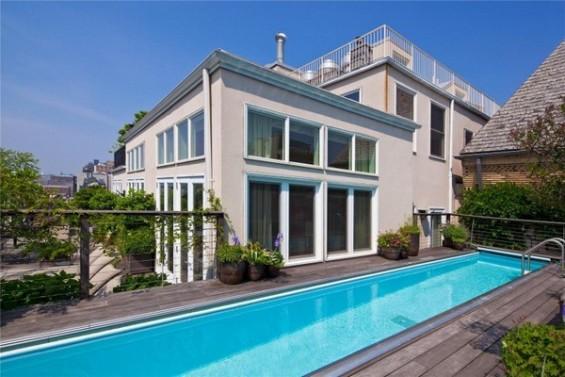 Дуплекс со спектакуларен базен на кров