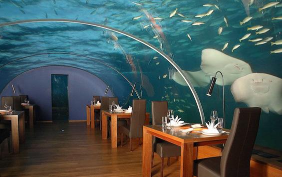Спектакуларен хотел под вода на Малдивите