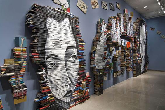 Уметност насликана на илјадници книги