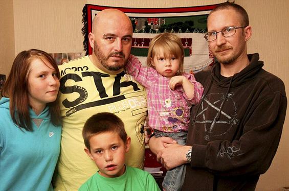 Тажна приказна за обединувањето на едно невообичаено семејство