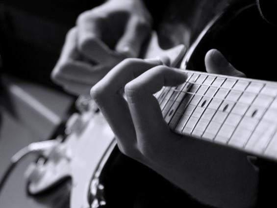 За помалку проблеми со слухот, свирете на некој инструмент