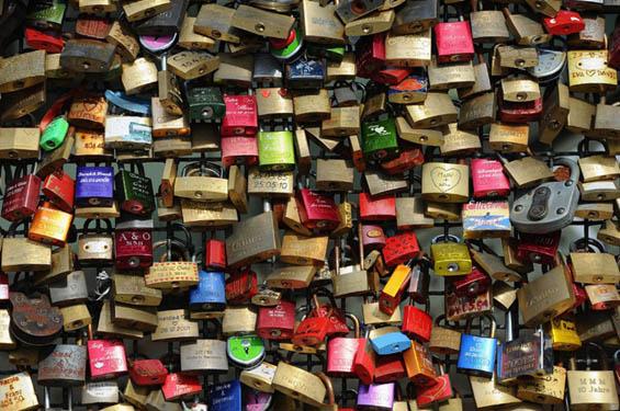 Мостот на љубовта и љубовните катанци во Келн