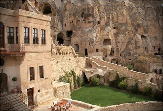 Величествениот пештерски хотел во Турција