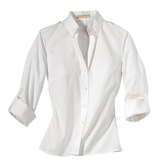 Што да облечете со бела класична кошула?