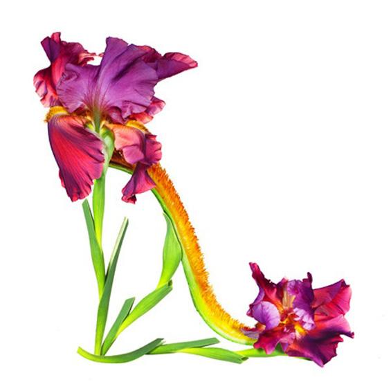 Женски чевли направени од цвеќиња