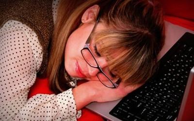 Луѓе кои се под голем стрес пишуваат СМС и имејл пораки во сон