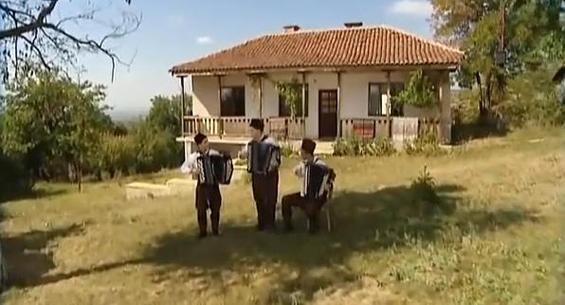 """Бугарска фолк верзија на музиката од """"Супер Марио"""""""