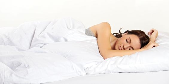 Перници под нозете за подобар сон