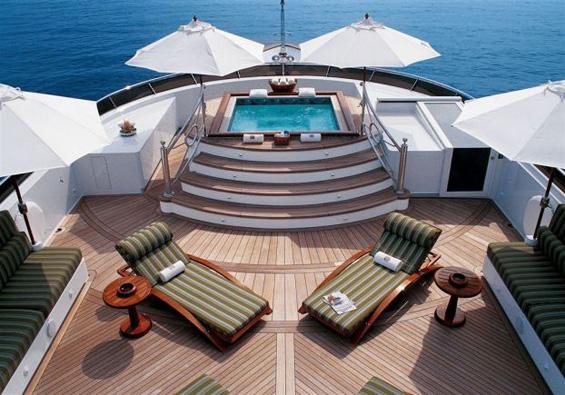 Луксузна јахта за прекрасен одмор