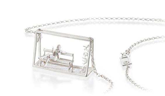 Уникатен и модерен накит кој ги претставува секојдневното