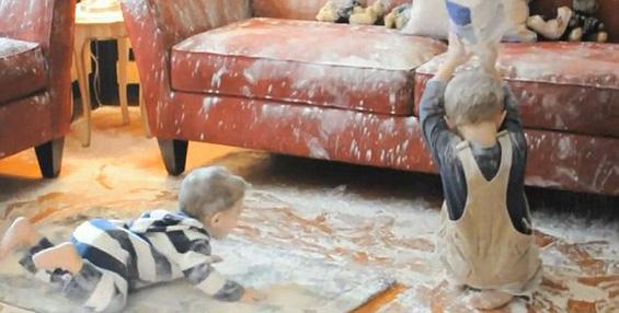 Што се случува кога две дечиња си играат со брашно?