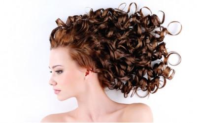Како да направите кадрици со пегла за коса?