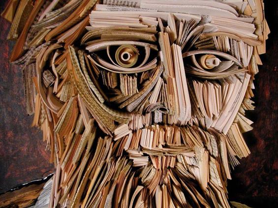 Скулптури и портрети од стари весници и книги