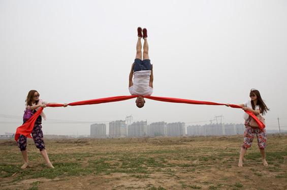 Интересен склоп од акробатика и магија