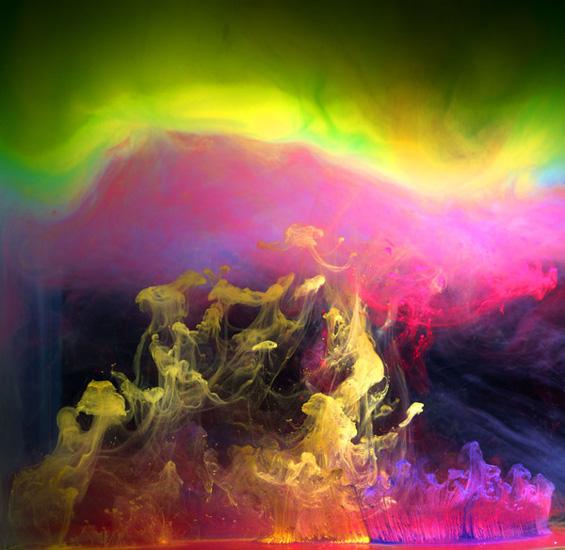 Колоритна експлозија од мастило и вода