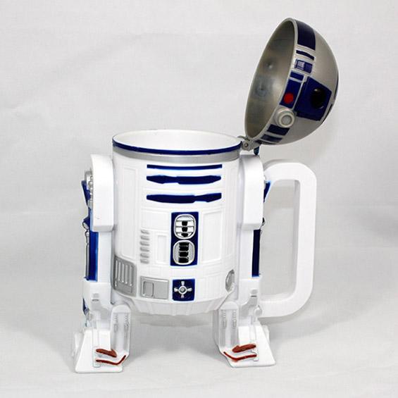 Утринско кафе во чаша-робот R2-D2