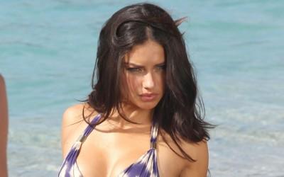Адријана Лима повторно секси во новиот каталог на ангелите