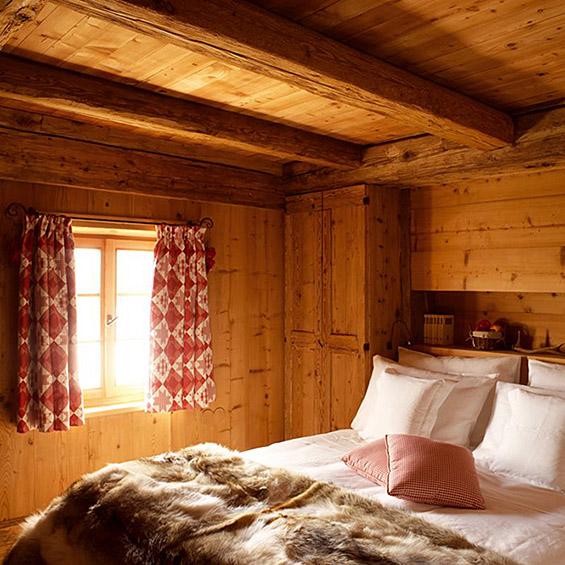 Едноставен дизајн на планинска куќа со прекрасен ентериер