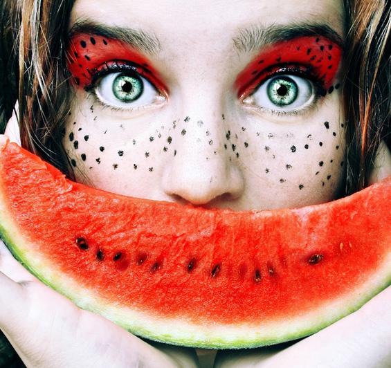 Овошни автопортрети на една 16-годишна фотографка