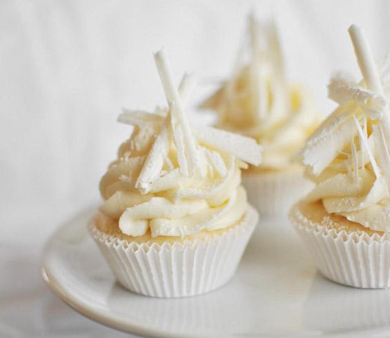 Снежни мини ванила тортички