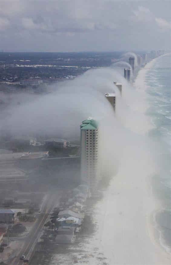 """Неверојатен """"облак од цунами"""" во Флорида"""