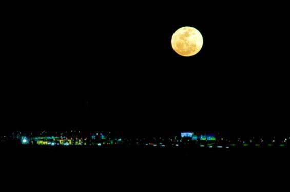 Боите на месечината