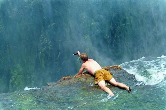 """Рајско уживање во """"базенот на ѓаволот"""""""