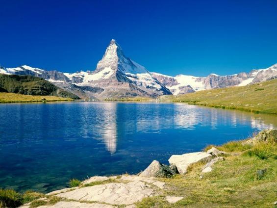 Грандиозниот врв Матерхорн во Швајцарија