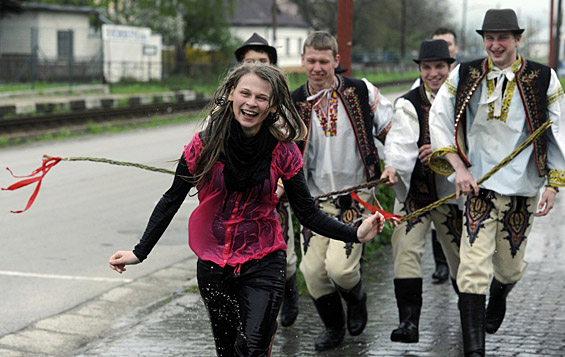 Најчудните велигденски традиции ширум светот