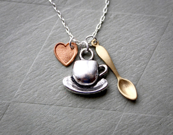 Накит инспириран и изработен од кафе