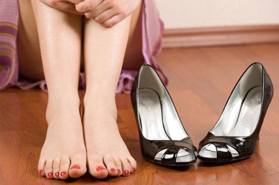 """Ве """"убиваат"""" ли стапалата од одење на високи штикли?"""
