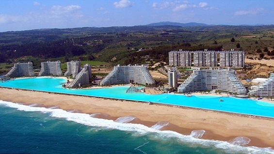 Ви се плива ли во најголемиот базен во светот?